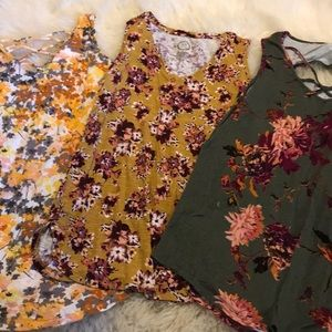 Sleeveless floral tops set of 3
